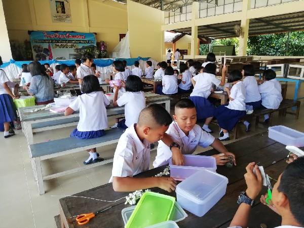 การเรียนการสอนทักษะอาชีพของนักเรียนโรงเรียนวัดแสลง